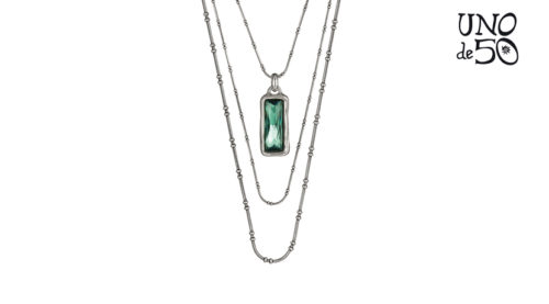 Collana Uno de 50 a tre fili in lega metallica placcata in argento pendente con cristallo swarowski verde.