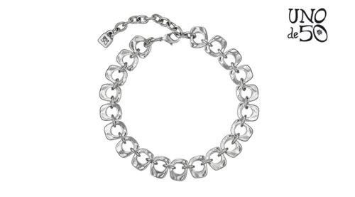 Collana You Belong To Me Uno de 50 COL1003MTL0000U girocollo da donna realizzata a mano con perline larghe e piatte placcate in argento. Le maglie sono articolate e unite assieme tramite piccoli anelli, anch'essi placcati argento.