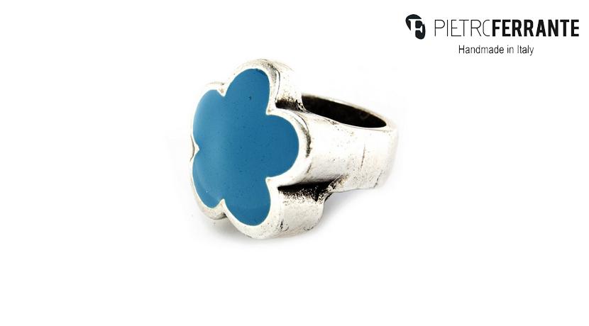 L'anello Chevalier Pesky PJB3466 Pietro Ferrante è realizzato in zama finitura argento con smalto. Interamente fatto a mano in Italia. Disponibile in sette differenti colorazioni.