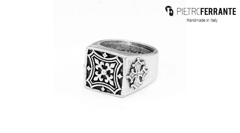 L'anello Massonico Pesky Pietro Ferrante è realizzato interamente a mano in Italia ed è disponibile nella versione in ottone con finitura in argento o in argento 925.