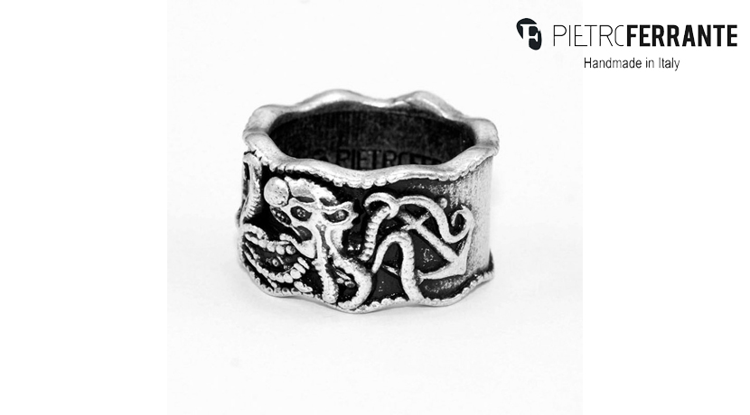 L'anello Piovra Pesky di Pietro Ferrante è realizzato interamente a mano ed è disponibile nella versione in ottone con finitura in argento o nella versione in argento 925.