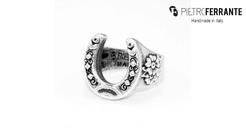 L'anello Porta Fortuna Pesky Pietro Ferrante è realizzato interamente a mano in Italia ed è disponibile in due differenti versioni: una in ottone con finitura argento e una in argento 925.