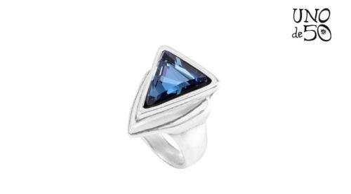 Anello Superunos Uno de 50, referenza ANI0506AZUMTL0L, realizzato in lega metallica placcata in argento con forma triangolare in pietra blu