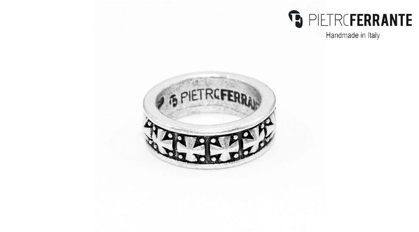 L'anello Tribale Pesky Pietro Ferrante è realizzato interamente a mano in Italia ed è disponibile nelle versioni in ottone con finitura argento e in argento 925.