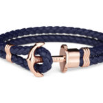Bracciale Paul Hewitt Phrep Ip Oro Rosa in stile marinaro, disponibile in sette misure e diverse colorazioni. Il bracciale è chiuso con un fermaglio a forma di ancora, mentre il cinturino è in fibbra di cuoio.