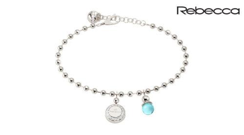 Il bracciale Rebecca Boulevard Stone è uno dei punti di forza di uno dei brand di gioielli italiani che punta tutto sul design e l'originalità, proponendo sempre collezioni nuove che anticipano tempi e tendenze. Presenta un pendente in bronzo e una pietra di colore turchese.