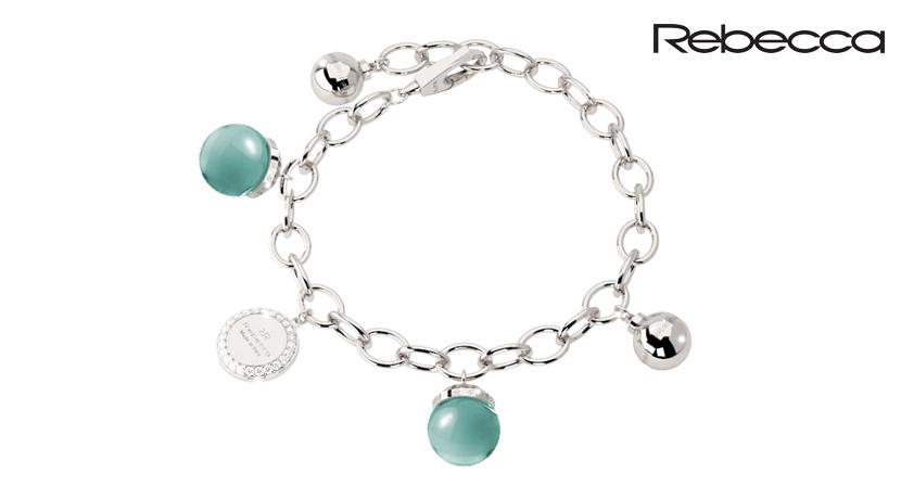 Il bracciale Rebecca Hollywood con charms azzurri è uno dei punti di forza di uno dei brand di gioielli italiani che punta tutto sul design e l'originalità