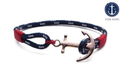 Il bracciale Tom Hope Pacific Red è un compagno discreto ma bellissimo, con un'ancora realizzata in bronzo puro. È realizzato a mano nel punto più a sud della Svezia.