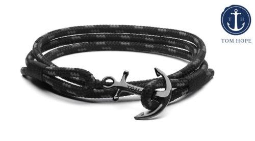 Il bracciale Tom Hope Triple Black è una lussiosa creazione dell'azienda svedese specializzata in braccialetti fatti a mano.