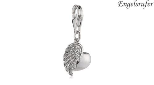 Lo Charm Ala e Cuore Engelsrufer è l'ideale per personalizzare un bracciale da donna. È realizzato in argento 925 rodiato con moschettone e raffigura un'ala e un cuore Lunghezza: 12 mm. Referenza ERC-HEARTWING.