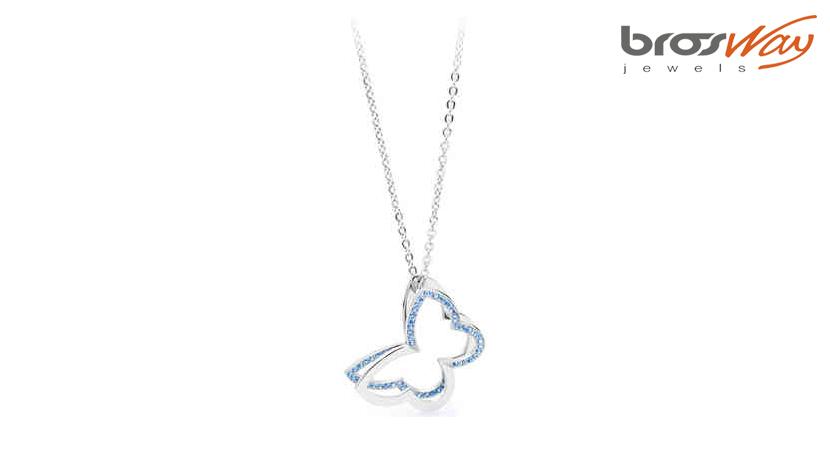 La collana Brosway Frame Farfalla è realizzata in acciaio 316L e cristalli light sapphire. Lunghezza: 49,5 cm.