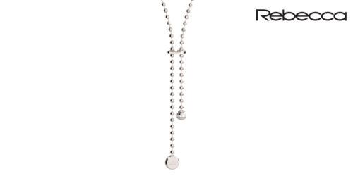 La Collana Rebecca Boulevard è realizzata in bronzo e pietre. È una collana saliscendi a sfere. La lunghezza del pendente è regolabile attravero la chiusura uncinata con logo rebecca inciso.