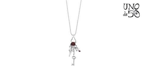 Collana Uno de 50 Man Ojito COL1124BPLMTL0U in argento placcato con un ciondolo in pelle marrone composto da perla e charms a forma di chiavi
