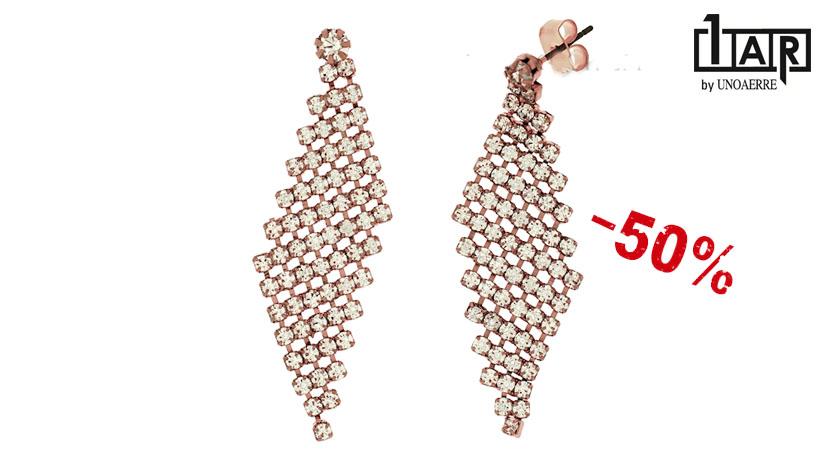 Gli orecchini Unoaerre Wedding Luxury pendenti a rombo sono realizzati in ottone rosè e zirconi. Disponibili online in offerta al 50% di sconto