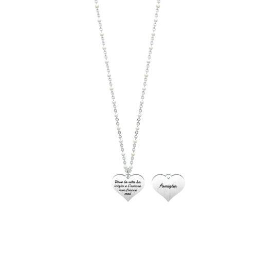 Collana donna Kidult 751081 Cuore famiglia realizzata in acciaio 316L anallergico con charm pendente a forma di cuore, modello corto da 44 cm. Assoluta novità Kidult 2020.