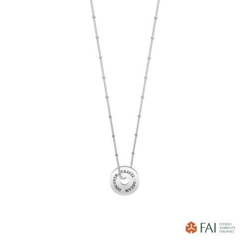 Collana donna Kidult 751110 Travel-Dream-Discover realizzata in acciaio 316L anallergico con charm pendente rotondo, modello corto da 45 cm. Assoluta novità Kidult 2020.
