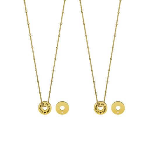 Collana donna Kidult 751112 partners in crime in Gold Pvd realizzata in acciaio 316L anallergico con charm pendente rotondo, modello corto da 45 cm. Assoluta novità Kidult 2020.