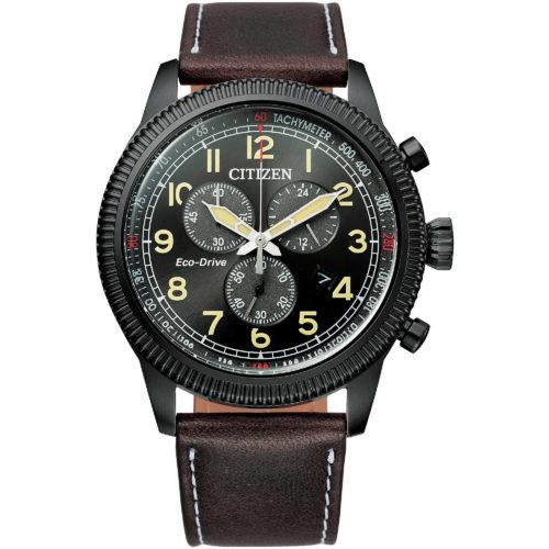 Orologio Citizen AT2465-18E Orologio cronografo Aviator, collezione of 2020. La cassa è in acciaio black. Il diametro della cassa è di 42 Mm. Il quadrante è di colore nero con vetro minerale. Presenta numeri arabi . Il Cinturino è in morbida pelle marrone scuro. La resistenza all'acqua è di 10 Atm. Il movimento è in Eco -Drive con riserva di carica di 9 Mesi. Cronografo fino a 60 Minuti con datario .