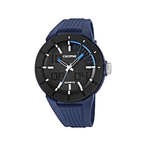 Orologio Calypso Solo Tempo Uomo K5629/3.Questo orologio presenta la cassa nera di dimensione 40 mm e cinturino in resina blu. Vetro minerale e la sua resistenza all'acqua è di 10 Atm . Inoltre presenta un movimento quarzo.