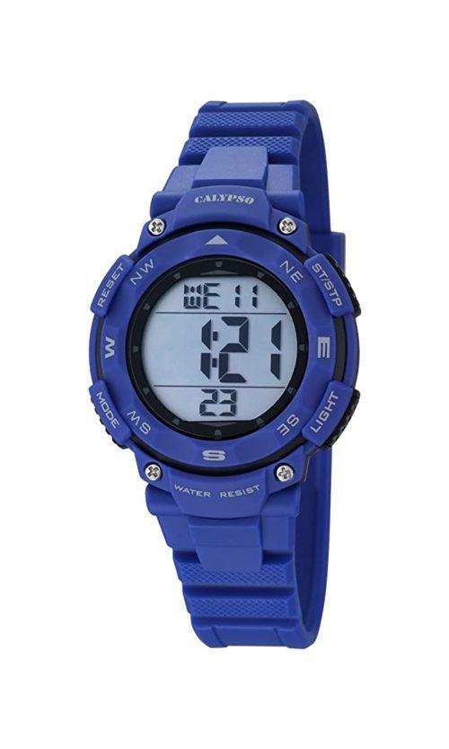 Orologio Calypso Digitale Bambino K5669/6 della collezione Digital for man . Questo modello è realizzato con cassa in plastica di dimensione 28 mm . Display digitale e cinturino in gomma blu. La resistenza all' acqua di questo orologio è di 10 atm .