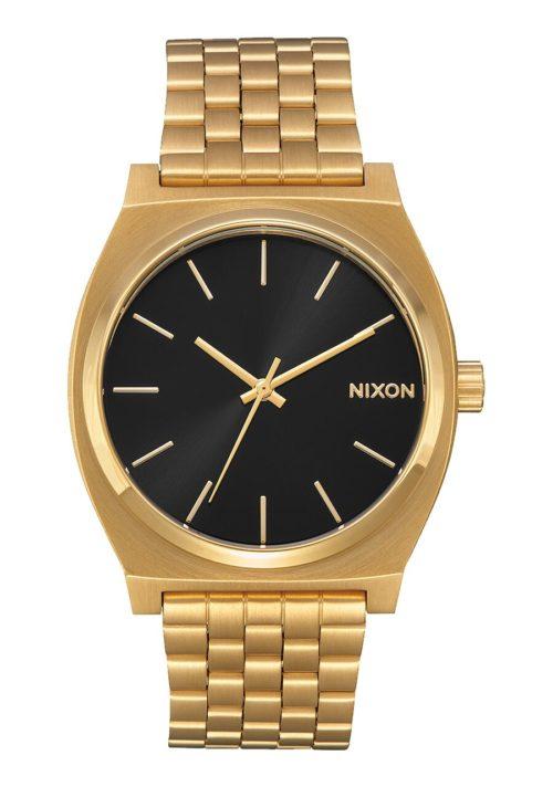 Orologio unisex analogico Nixon A045-2478 con cassa in acciaio inox da 37 mm . Il bracciale in acciaio inox. Inoltre il quadrante è nero e la sua resistenza è di 100 m.
