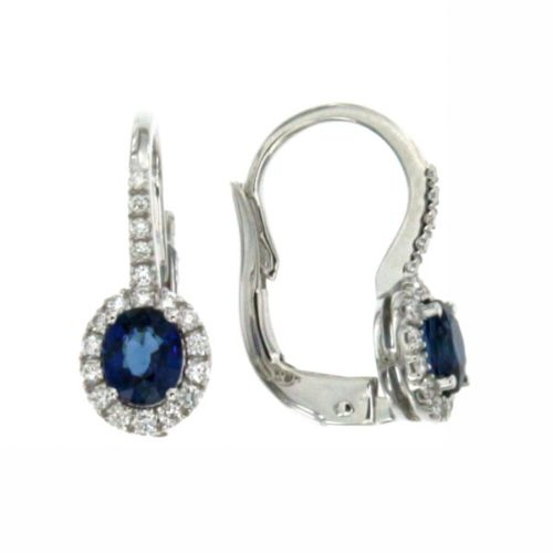 Orecchini Mirco Visconti AB715/Z Orecchini con pietra zaffiro e diamanti realizzati in oro 18KT . Questo gioiello presenta diamanti di ct 0,23 e pietra zaffiro ct 0,90 Kanch