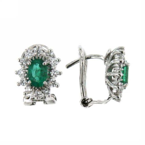 Orecchini Smeraldo Mirco Visconti AM425/B10S. Orecchini smeraldo e diamanti realizzato in oro 18KT . Questo gioiello presenta diamanti di ct 0.42 col G VS e pietra Smeraldo ct 0,78 Colum.