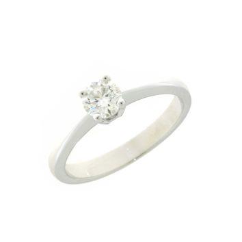 Anello Mirco Visconti BR829/30 . Anello Solitario realizzato in oro 18KT . Questo gioiello presenta un diamante di carati 0.46 col F VS.