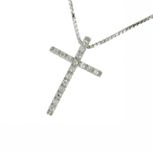 Collana Croce Diamanti Donna Mirco Visconti GM022/6 . Collana realizzata in oro 18KT con catenina veneziana e pendente a forma di croce con pavè di diamanti . Questo gioiello presenta diamanti di ct 0.11 col G VS.