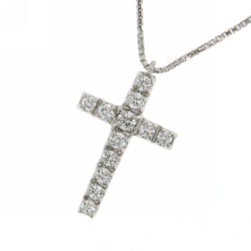 Collana Croce Diamanti Donna Mirco Visconti MV028/20. Collana realizzata in oro 18KT con catenina veneziana e pendente a forma di croce con pavè di diamanti . Questo gioiello presenta diamanti di ct 0.34 col G VS.