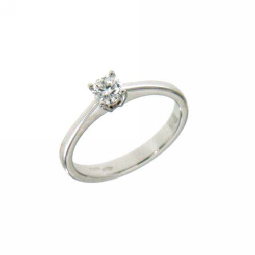 Anello Mirco Visconti U108/50 .Anello Solitario realizzato in oro 18KT . Questo gioiello presenta un diamante di carati 0.30 col F VS.