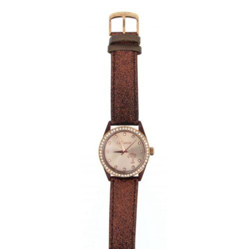 Orologio Donna Le Carose COL-PBROWN.Orologio Le Carose sono tempo realizzatocon cassa in acciaio di diametro 40 mm. Il quadrante è di colore bianco con cinturino marrone glitterato . Il suo movimento è in quarzo analogico.