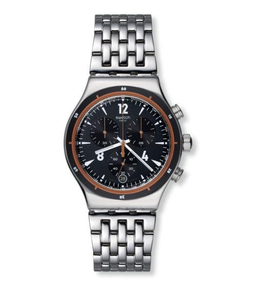 Orologio uomo Swatch YVS419G. Orologio adatto per scandire i ritmi frenetici della giornata grazie al bianco di numeri e graduazioni che spicca sul nero opaco del quadrante e sull'acciaio inox scintillante del cinturino, della cassa e della ghiera.