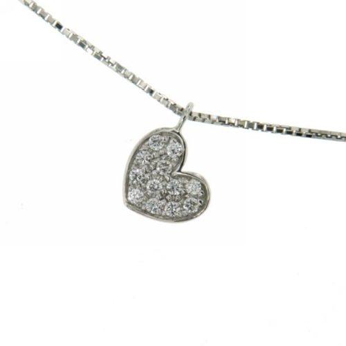 Collana Donna Mirco Visconti Z652 . Collana realizzata in oro 18 KT. Modello con catenina veneziana e pendente a forma di cuore tempestato da diamanti. Questo gioiello presenta diamanti di ct 0,11 col G VS.