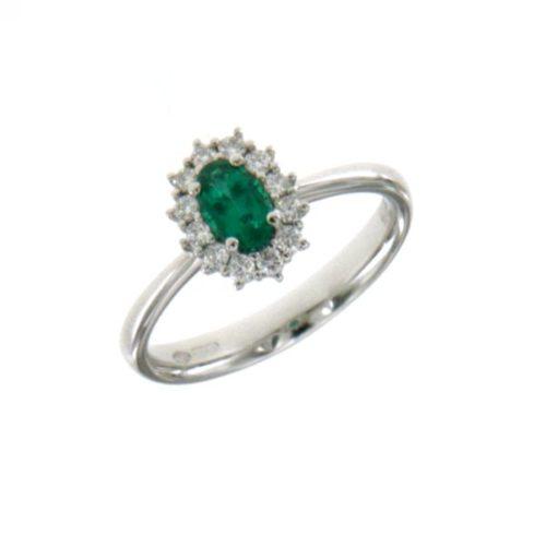 Anello Mirco Visconti Z681/B10S. Anello con smeraldo realizzato in oro 18KT . Questo gioiello presenta diamanti di ct 0.20 col G VS e pietra smeraldo ct 0.34 col OM.