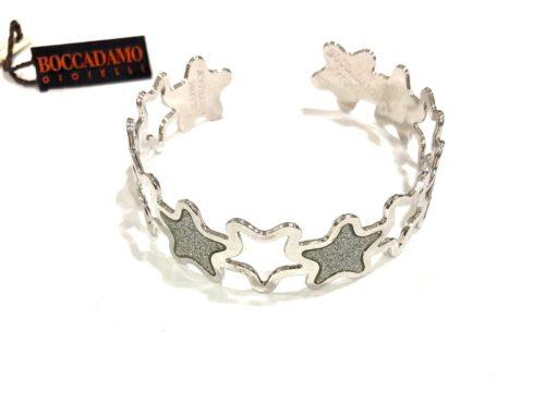 Bracciale Boccadamo donna AN380. Bracciale regolabile in bronzo con fantasia a forma di stella con stelle glitterate alternate ad altre traforate. .