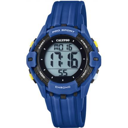 Orologio Calypso Digitale Bambino K5740/4 della collezione Digital for man . Questo modello è realizzato con cassa in plastica di dimensione 28 mm . Display digitale e cinturino in gomma blu. La resistenza all' acqua di questo orologio è di 10 atm .