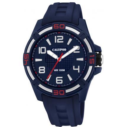 Orologio Calypso Solo Tempo Uomo Solo tempo K5760/2. Questo orologio presenta il quadrante blu con cinturino e cassa in gomma . La cassa è di diametro 47 mm rotonda con indici disegnati