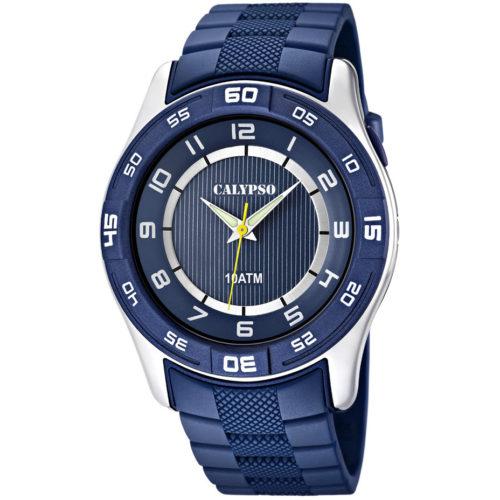 Orologio Calypso Digitale Uomo K6062/2della collezione Versatil for man . Questo modello è realizzato con cassa in plastica di dimensione 47 mm . Display digitale e cinturino in gomma blu. La resistenza all' acqua di questo orologio è di 10 atm , inoltre il suo movimento è My121E.