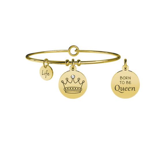 """Bracciale Kidult Corona 731658 della collezione Life Collection. Bracciale realizzato in acciaio gold pvd inossidabile ciondolo rotondo su cui è incisa una corona stilizzata impreziosita da un cristallo che porta il significato di Carisma. Altro dettaglio caratterizzante la presenza sul retro del ciondolo della frase """"Born to be Queen"""". """"Forte, intelligente e coraggiosa. Sei nata per essere regina, per guidare chi ti sta accanto nelle avventure della vita"""". Categoria: Symbols"""