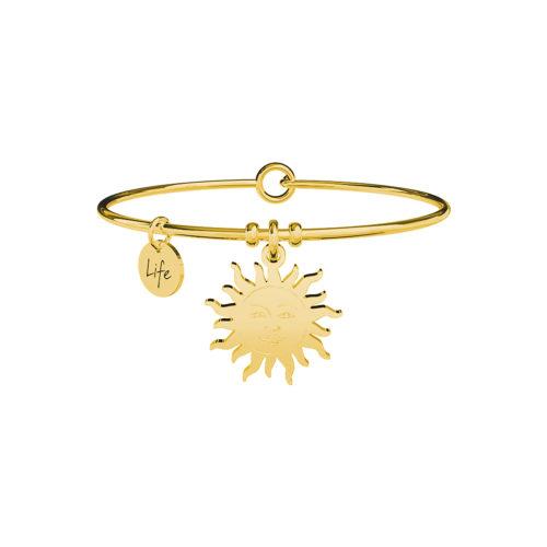 """Bracciale Kidult Sole 731659 della collezione Life Cllection. Bracciale realizzato in acciaio gold pvd con pendente a forma di Sole che porta il significato di sorriso."""" Solare, viva, radiosa. Accendi il sorriso della gente. Scaldi il cuore di chi ti sta vicino. !"""" Categoria: Symbols"""
