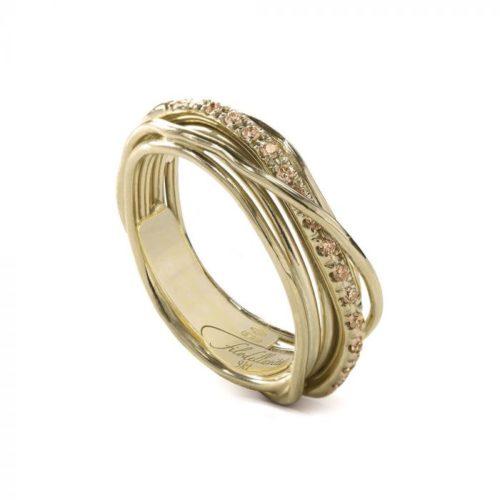 Anello Filodellavita AN7GBR. Anello della collezione Classic, 7 fili in oro giallo 9kt e 16 diamanti brown 0.18ct.
