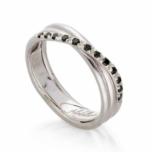 Anello Filodellavita AN8BBN. Anello della collezione Classic, 3 fili in oro bianco 9kt e 12 diamanti black 0.21ct.