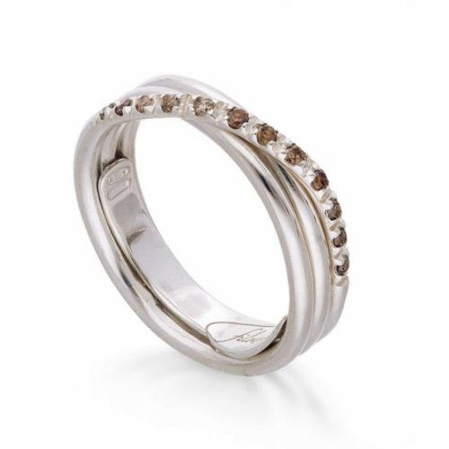 Anello Filodellavita AN8BBR. Anello della collezione Classic, 3 fili in oro bianco 9kt e 12 diamanti brown 0.21ct.