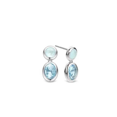 Orecchini Ti Sento 7745WB. Orecchini in argento sterling rodiato. La pietra rotonda superiore è color verde acqua, la pietra ovale inferiore è un cristallo trasparente color blu acqua.