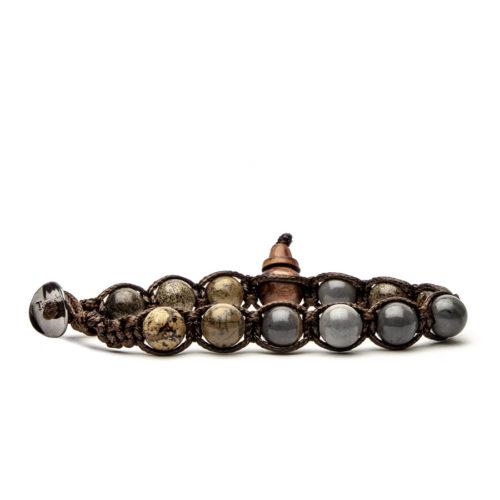 Bracciale unisex Tamashii Classic BHS900-217. Bracciale realizzato con un cordino di cotone, calabash in legno, sfere di nepal stone del diametro di 8 mm e bottone metallico di chiusura. Lunghezza regolabile da 16 cm a 23 cm.