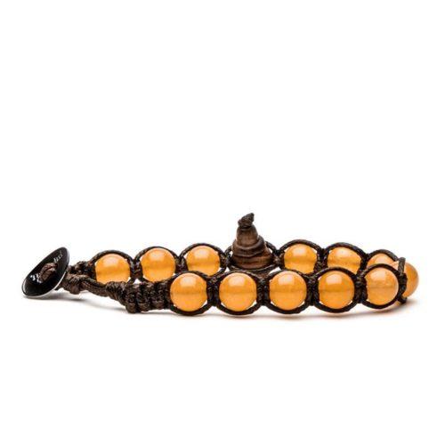 Bracciale unisex Tamashii Classic BHS900-207. Bracciale realizzato con un cordino di cotone, calabash in legno, sfere di giada arancione del diametro di 8 mm e bottone metallico di chiusura. Lunghezza regolabile da 16 cm a 23 cm.