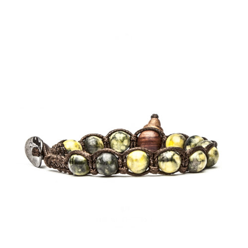 Bracciale unisex Tamashii Classic BHS900-230. Bracciale realizzato con un cordino di cotone, calabash in legno, sfere di snow stone gialla del diametro di 8 mm e bottone metallico di chiusura. Lunghezza regolabile da 16 cm a 23 cm.