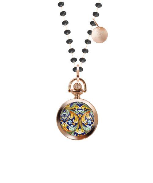 Collana Barbosa 47RSBA-CLRN002. Collana con pietre nere lunga 90 cm abbinata ad un orologio pocket 28 mm con motivo siciliano. La cassa rosè è in lega metallica nickel free e il movimento è al quarzo 2 sfere.