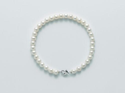 Bracciale Yukiko PBR2513Y in oro con perle. Chiusura a forma di cuore.